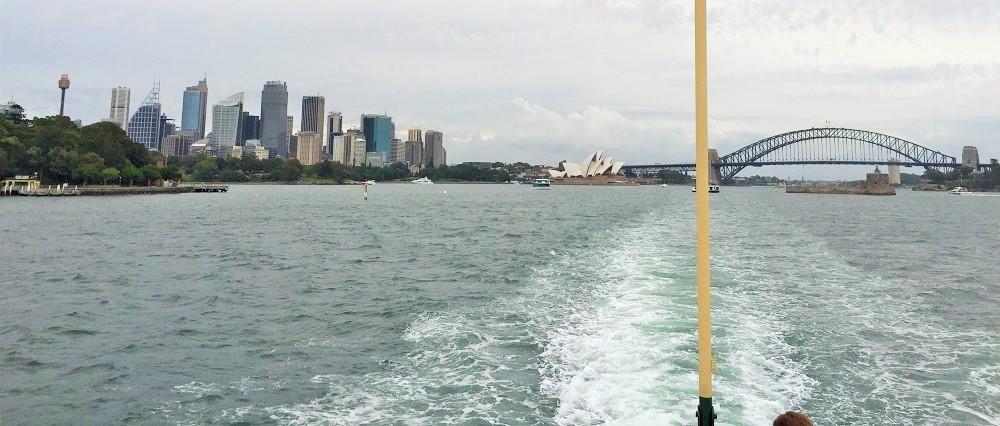 Panorama Sydney z lodi