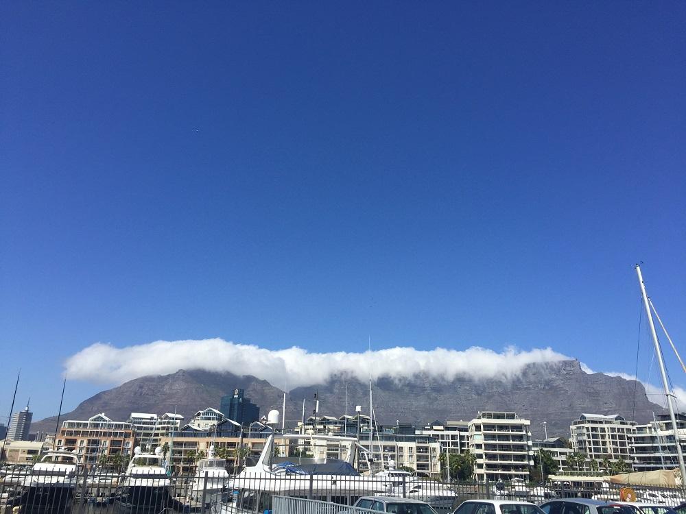 Stolová hora a přes ní přetékající mraky