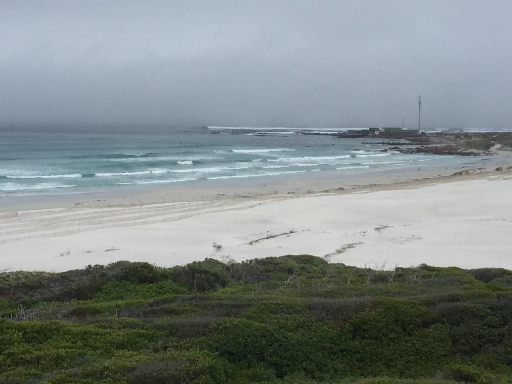 Typická pláž u pobřeží atlantiku - Cape point