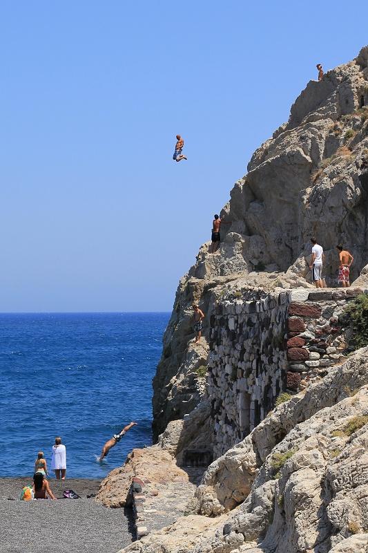 Místní borci a jejich 20m skoky do vody