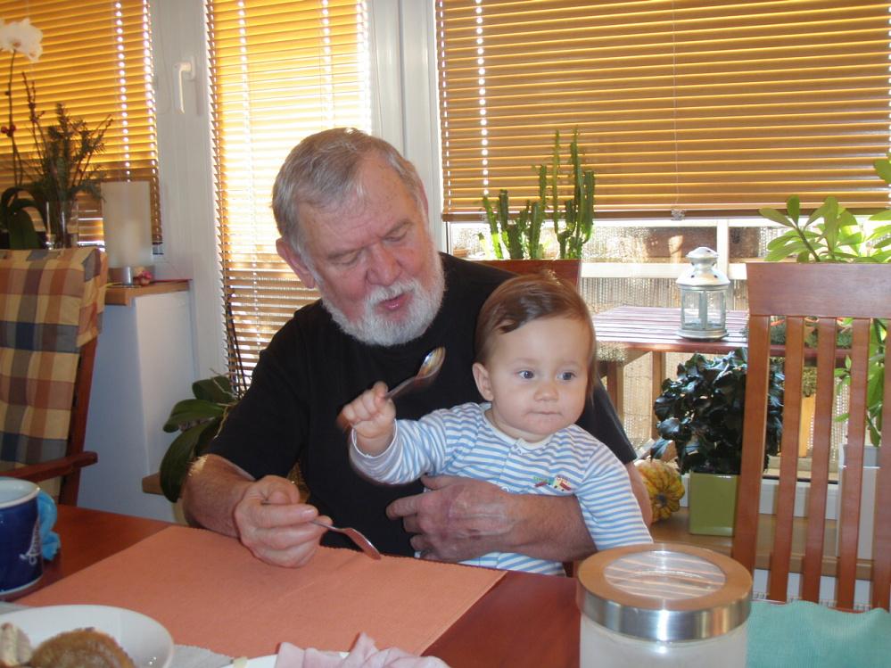 S dědou u snídaně