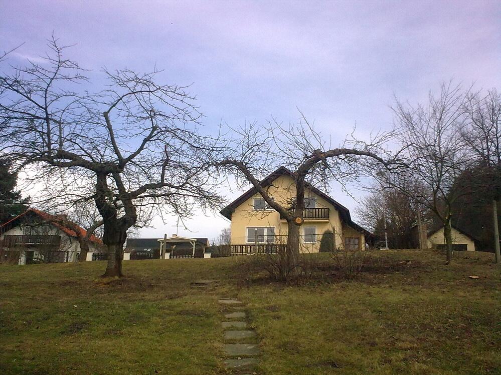 Pohled od domku nahoru