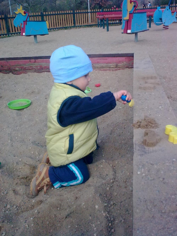 Stavitel na pískovišti